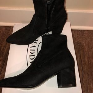 good looking on feet shots of hot products Steve Madden boots (blaire black style) NWT